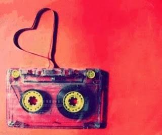 un coeur dessiner avec une cassette