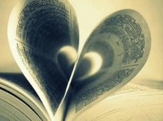 un coeur former avec les pages d'un livre